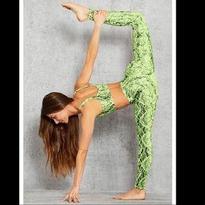 Alo Yoga High-Waist Snakeskin Vapor Legging